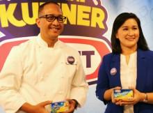 Foto : Professional Chef Degan Septoadji bersama Yelly Erawan selaku Senior Brand Manager KRAFT berbagi tentang pentingnya menggunakan keju dengan rasa yang sebenarnya untuk dipadukan dengan kuliner Nusantara