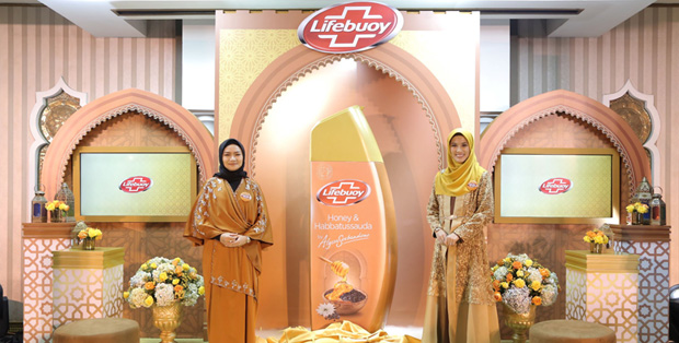 Foto (kiri ke kanan( : Maulani Affandi - Head of Skin Cleansing and Baby Unilever Indonesia, Alyssa Soebandono - Brand Ambassador Lifebuoy Honey & Habbatussauda