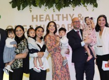 Foto (Ki-Ka): Tim Ørting Jørgensen - Executive Vice President Arla Foods Amba; Caca Tengker - Celebrity Mom; Ellyse Sinsilia - Mompreneur; Her Royal Highness Crown Princess Mary of Denmark; Rasmus Prehn - Menteri Kerjasama Pembangunan Denmark; Zivanna Letisha - Celebrity Mom