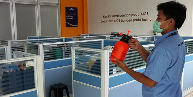 Foto Proses Disinfektasi Di Lingkungan Pabrik AICE